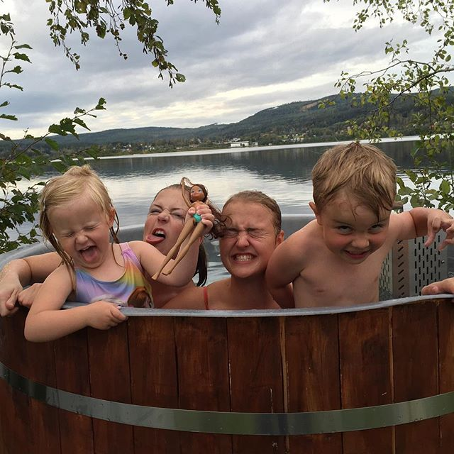 4 loons in a tub